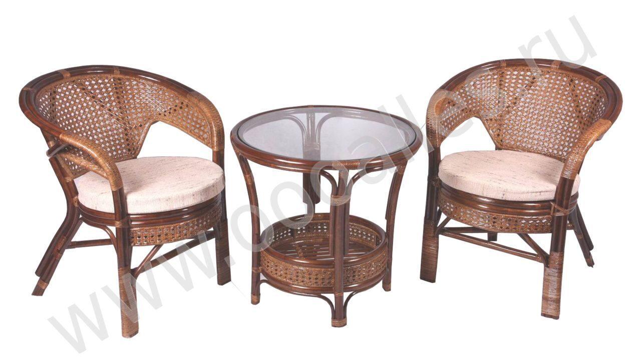 Плетеные столики и стульчики для балкона..